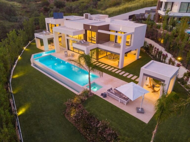 sXXmiKUg Large 1024x767 1 Virtualport3d luxury Properties in Marbella and Costa del Sol