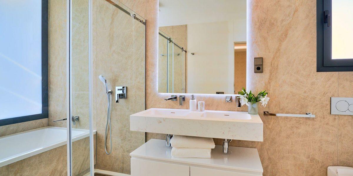 Banus-Bay-26-Suite-Bath