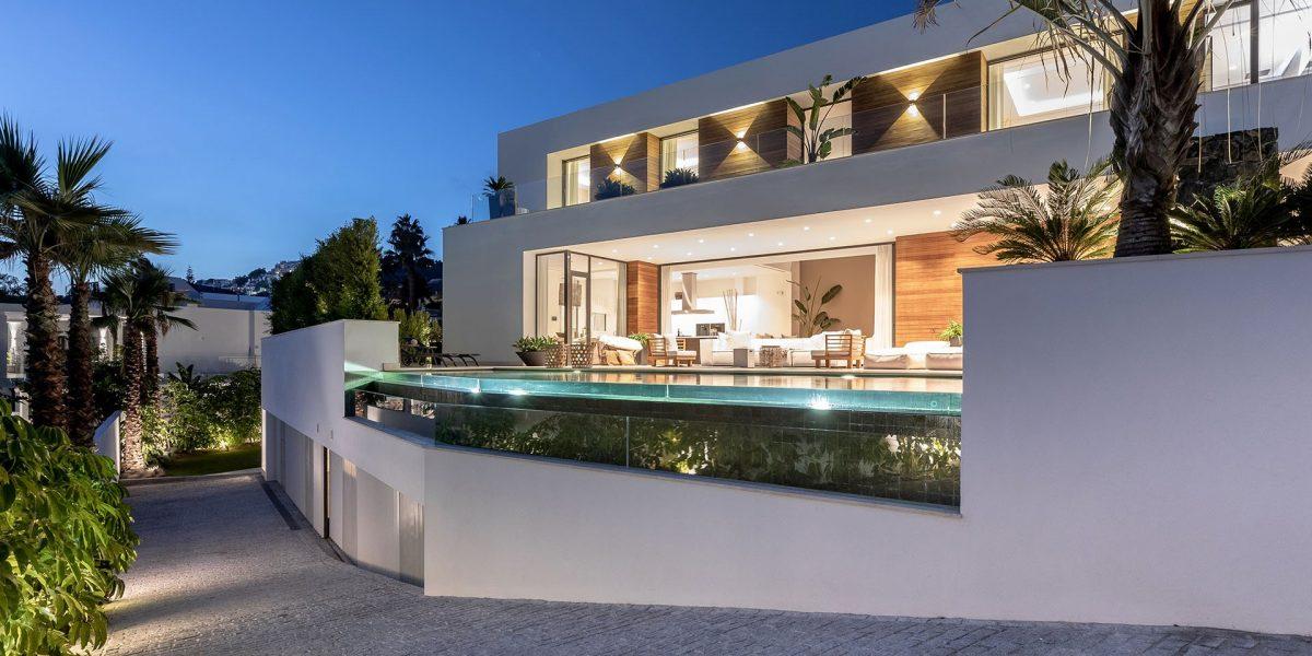 Hernn-Corts-villa-119-main-facade-Night-HR-Sept-2019