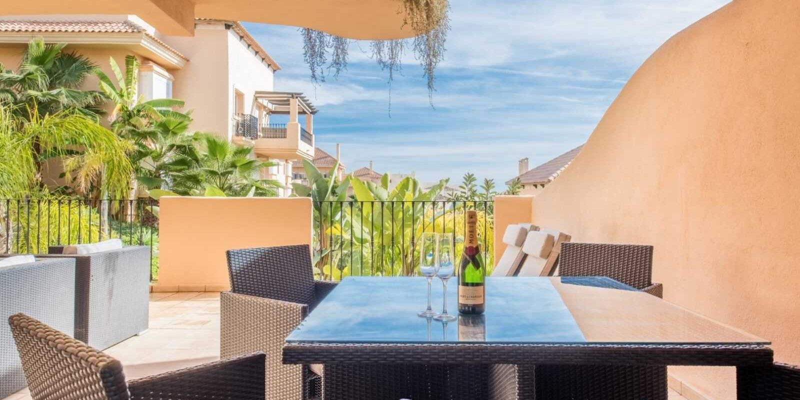 Web_ec_SEP_Aloha_Hill_Club_Apartment_MiMove_01 (Large)