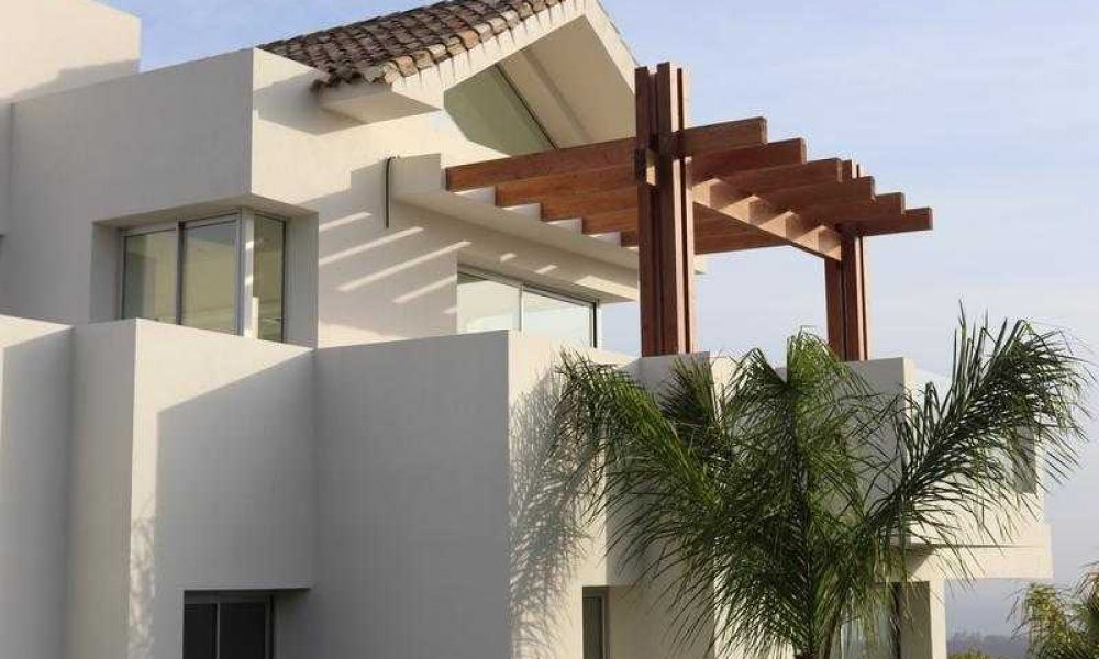 Marbella Hills club apartment